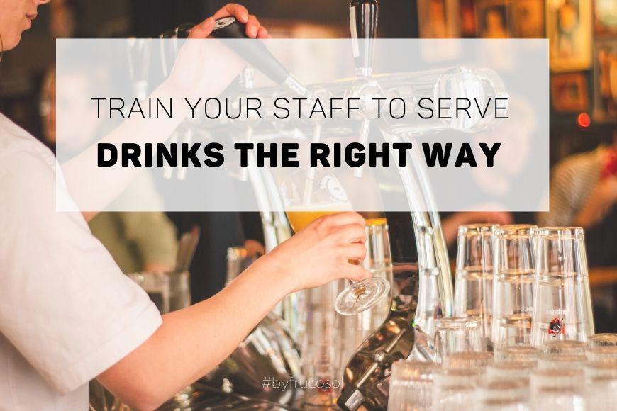 Entrena a tu personal para servir bebidas de la manera correcta.